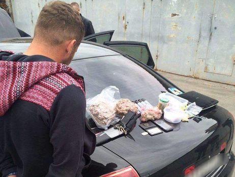 ВКиеве арестовали экс-полицейского из противозаконной группы наркодилеров, фото