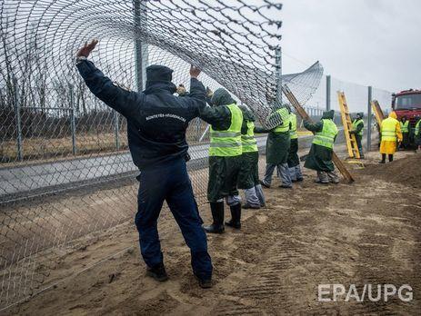 EC желает вынудить Венгрию иСловакию принимать беженцев