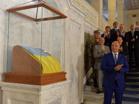 Неменее млн грн зафлаг: Верховная Рада «реставрировала» экспозицию в собственных кулуарах