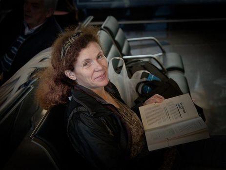 Юлия Латынина вместе сродителями уехала из РФ  после поджога ееавтомобиля
