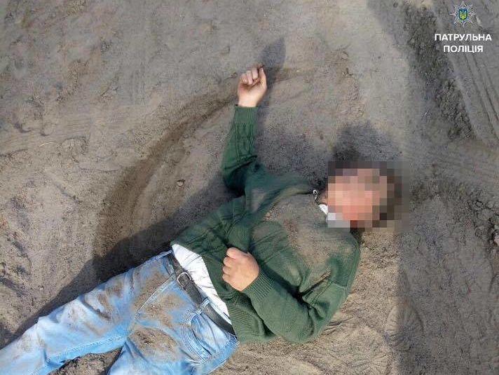 Задержанный признался патрульным, что находится под действием наркотических  средств и пытался убить женщину, сообщили в полиции. d976621dbb2
