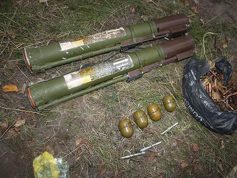 Під Кременчуком виявлено схованку зі зброєю табоєприпасами