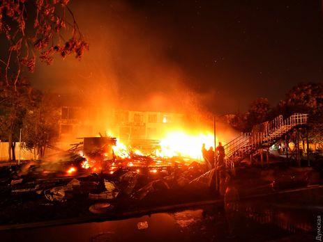 Огонь тушили девять пожарных расчетов