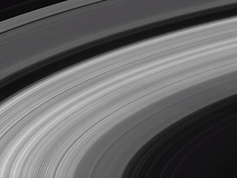 NASA показало последние снимки, сделанные сгоревшим в атмосфере Сатурна зондом Cassini. Видео