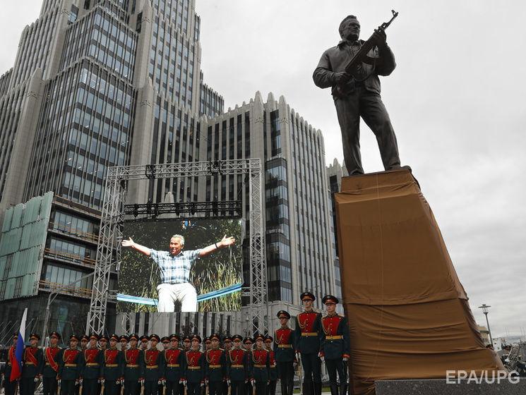 fb934bd2106b Новый памятник конструктору стрелкового оружия Михаилу Калашникову в Москве