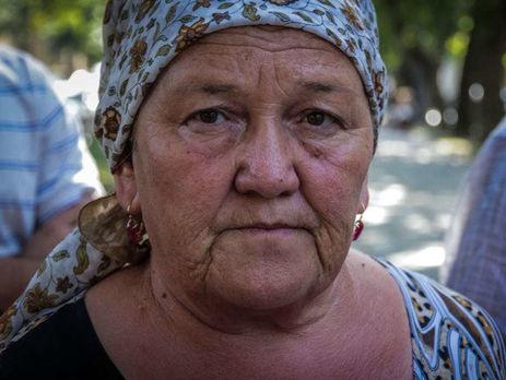 Адвокат: Матір Рената Парамова, якого катували після обшуку, викликали доФСБ