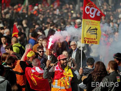 Профсоюзы Франции блокируют дороги итопливные склады, протестуя против трудовой реформы