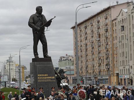 Памятник в москве шар в руках заказать памятник москва е