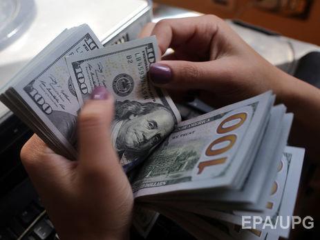 Начерном рынке курс доллара незначительно снизился