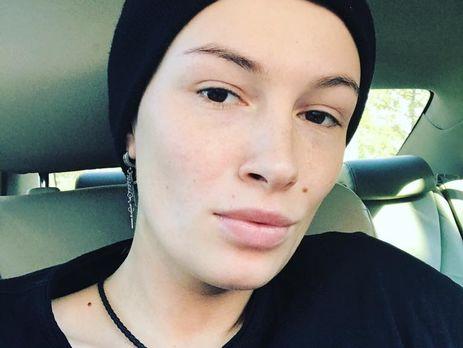 Побрили «под ноль»: лысая Анастасия Приходько показала смену стиля вновом клипе