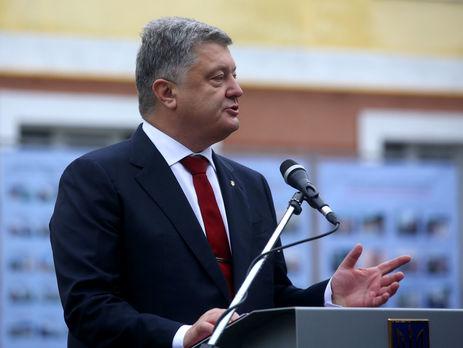 Порошенко: Армия сегодня получит 200 единиц техники иоружия