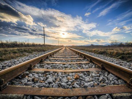 УКанаді під напором вітру зійшли зрейок два потяги