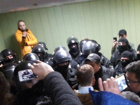 Активисты заняли сооружение суда вКиеве, где избиралась мера пресечения Коханивскому