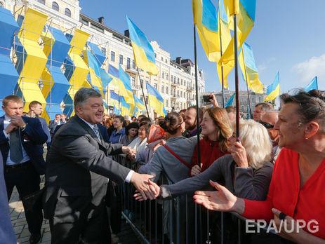 Центр Разумкова: Найбільше українці довіряють волонтерам, церквам та військовим