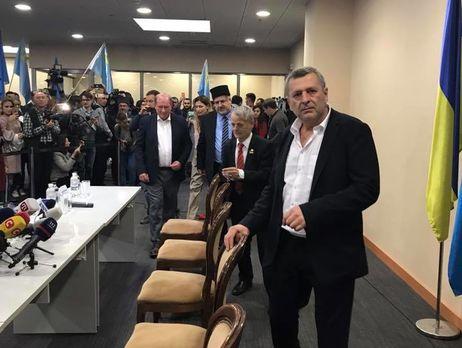 Умерова иЧийгоза провели насамолет встолицу страны Украина