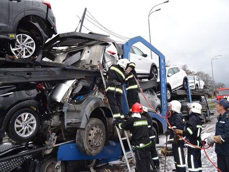 Спасатели достали тело погибшего водителя