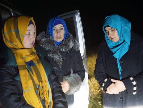 Наадмінкордоні окупанти затримали 7 кримських татарок-дружин політв'язнів