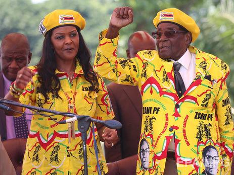 Супруга президента Зимбабве бежала изстраны после захвата власти военнослужащими
