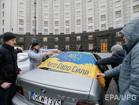Кабмин инициировал легализацию нерастаможенных авто вУкраинском государстве