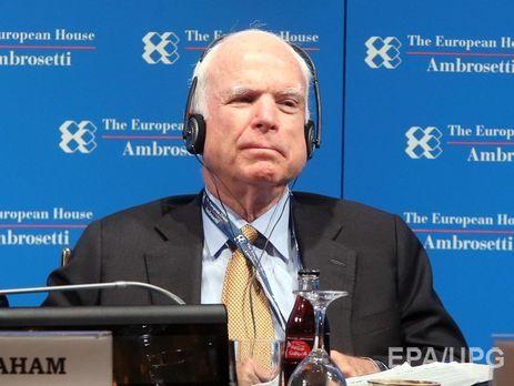 Русофоб Маккейн осудил Трампа зателефонный разговор сПутиным