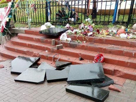 Стало известно, какой срок получил вандал, разбивший монумент Героям Небесной сотни