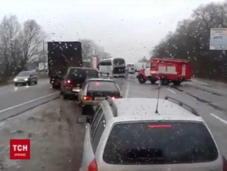 Зима пришла: гололед на трассах, массовые ДТП ипарализованный транспорт