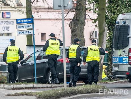 Полицейский умер при задержании взломщиков банкомата вПольше