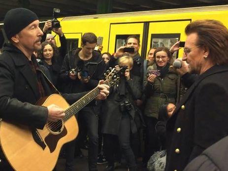 U2 виступили в берлінському метро