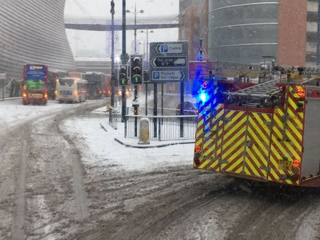 Снігопади уБританії спричинили хаос надорогах, заблокували роботу аеропортів