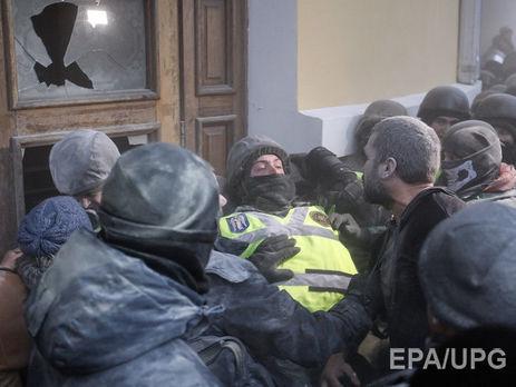 60 нацгвардійців постраждали внаслідок сутичок під Жовтневим палацом уКиєві