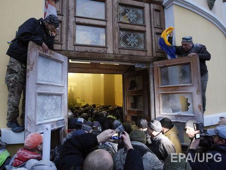 Активисты начали штурм Октябрьского дворца во время выступления джазового оркестра