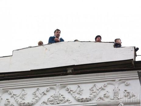 5 декабря экс-президент Грузии Михаил Саакашвили скрывался от украинских силовиков на крыше дома