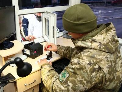Награнице Украины начали снимать отпечатки пальцев уиностранцев
