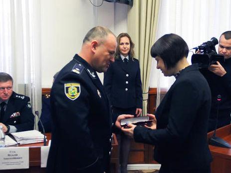 МВД наградило наручными часами служащих «Укрпошти», которые помогли обезвредить правонарушителя вХарькове