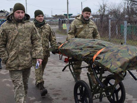 Евакуація 200. Військові наЛуганщині передали бойовикам уприсутності родичів знайдені тіла