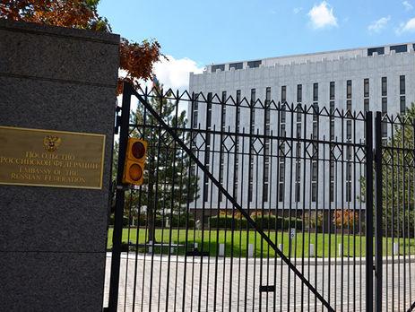 Площадь перед посольствомРФ вВашингтоне получила имя Немцова