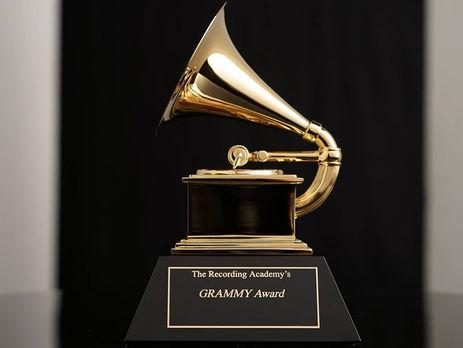 Премия за особые достижения вручается отдельно от основных наград