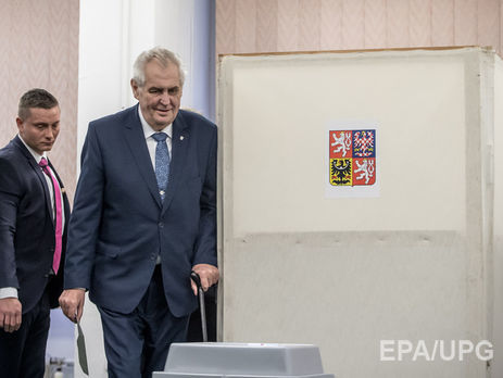 Земан победил в первом туре выборов президента Чехии