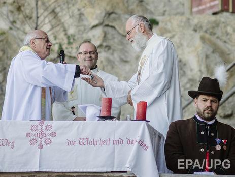 В Австрии сотни мигрантов мусульман перешли в христианство