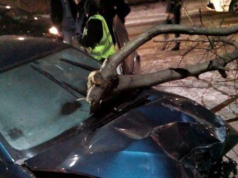 Зупинив стовп: під Києвом п'яна автоледі влаштувала перегони зполіцією