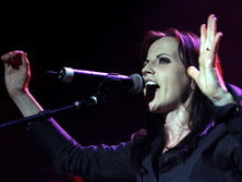 Умерла солистка The Cranberries О'Риордан. Фоторепортаж