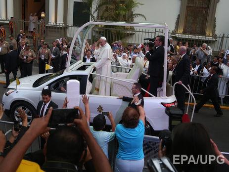 Папа римский покинул автомобиль из-за инцидента