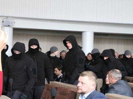 Депутаты в присутствии людей в масках с пятой попытки одобрили бюджет