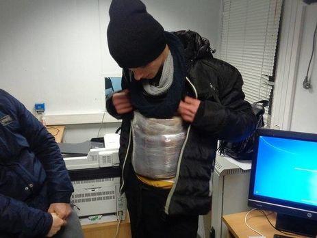 Мужчина пытался провезти украинские сыр и колбасу в оккупированный Крым под одеждой