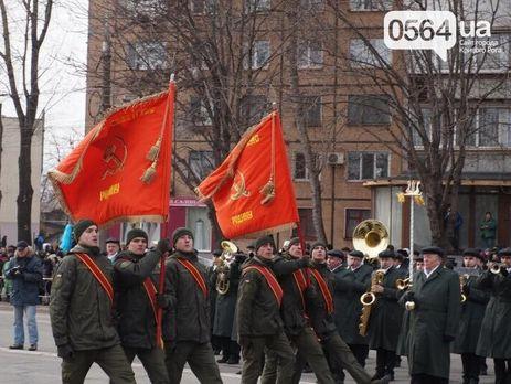 В МВД Украины назначили проверку из-за советских флагов в руках нацгвардейцев