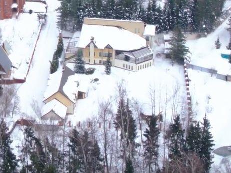 У розслідуванні йдеться, що Слуцький не декларує орендованої земельної ділянки, яка прилягає до його будинку
