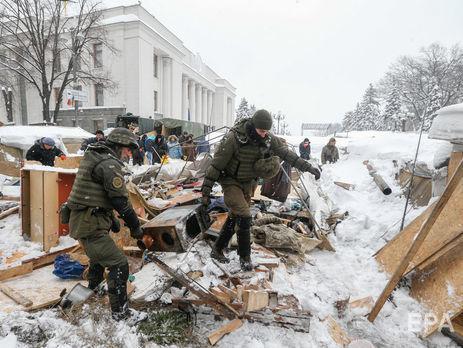 Аваков предположил, что Семенченко вынес из палаточного городка у Верховной Рады сумки с оружием