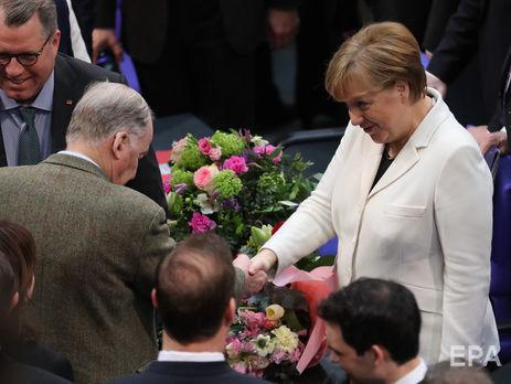 Меркель снова избрали канцлером