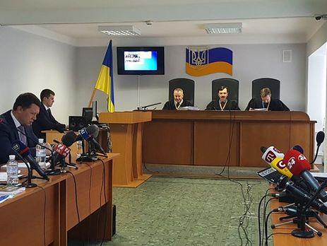 В Оболонском суде Киева рассматривают дело по обвинению Януковича в госизмене
