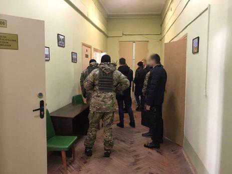 Вмэрии Харькова проводятся два десятка обысков